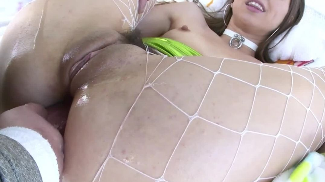 Riley Reid taking a cock up her arsehole